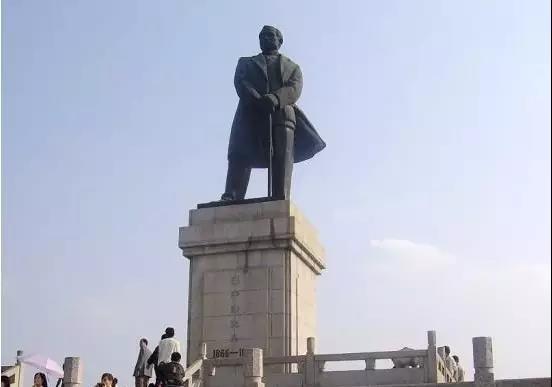 """孙中山第一个提出""""振兴中华""""的口号,这正是""""中国梦""""最早的雏形."""